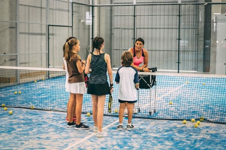 Clases de Padel para Niños en Aqua Vilanova
